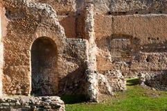 Pareti di mattoni romane di Aancient alla villa Adriana Fotografie Stock