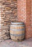 Pareti di pietra di legno del barilotto e del mattone e fotografia stock libera da diritti