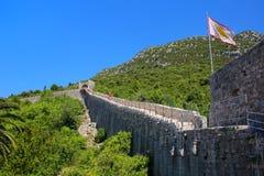 Pareti difensive della città di Ston, penisola di Peljesac, Croazia Immagini Stock