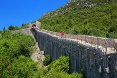 Pareti difensive della città di Ston, penisola di Peljesac, Croazia Fotografia Stock