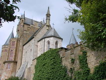 Pareti e torri del castello fotografia stock