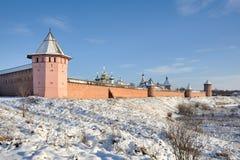 Pareti e torri del monastero della st Euthymius in Suzdal' Fotografie Stock