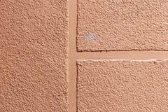 pareti gesso applicato a  composizione di piccole pietre ed in un modo speciale martellato posizione di struttura Colore della pe immagini stock