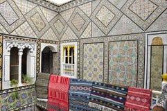 Pareti perfezionamento di una casa antica con le moquette fotografie stock libere da diritti