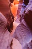 Pareti variopinte dell'arenaria del canyon superiore e più basso dell'antilope vicino alla pagina Arizona Immagine Stock