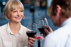 parexponeringsglas som rostar wine Royaltyfri Foto