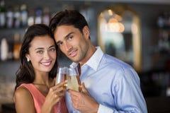 parexponeringsglas som rostar wine Arkivfoton