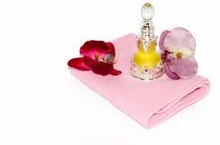 Parfüm mit einer Blume Stockbild