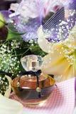 Parfüm und Blumen Lizenzfreie Stockfotos