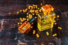 Parfüm und Parfümflaschen für Frau stockbilder