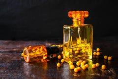 Parfüm und Parfümflaschen für Frau stockbild
