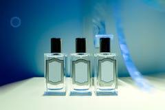 Parfümflaschen im Speicher Stockbild