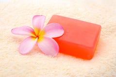 Parfümierte Seife und Blume Lizenzfreie Stockfotografie