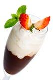 Parfait - gelaagd dessert stock afbeelding