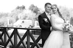 Parfotofors på bröllopdagen royaltyfri bild