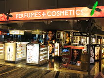 Parfum de luxe et détail de boutique de produits de beauté Photographie stock libre de droits