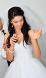 Parfum de pulvérisation de mariée photo stock