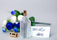 Parfum et carte d'amour Images libres de droits