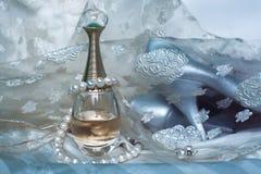 Parfum et perles Image libre de droits