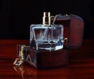 Parfum met juwelen Stock Afbeelding