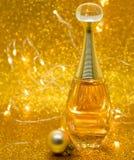 parfume τα χρυσά κάρυα υποβάθρου bokeh Dior ακτινοβολούν στοκ φωτογραφία