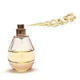 Parfume di spruzzatura giallo su priorità bassa bianca Fotografie Stock Libere da Diritti