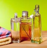 Parfumes en el cuarto de baño Fotos de archivo libres de regalías
