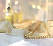 Parfums et beeds de perle Photo stock