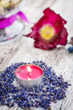 Parfymerad stearinljus, lavendel Arkivbild