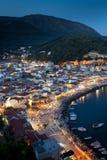 Parga港口在夜之前,希腊,爱奥尼亚人海岛 免版税图库摄影