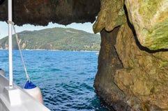 Parga,伊庇鲁斯同盟-希腊 退出从海洞到Parga海域  免版税库存照片