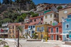 PARGA, GRIECHENLAND AM 17. JULI 2014: Erstaunlicher Panoramablick der Stadt von Parga, Griechenland Stockbilder
