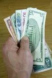 pariant la devise étrangère images stock