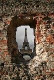 Parigi attraverso il foro nella parete Fotografie Stock Libere da Diritti