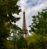 Parigi autunnale, torre Eiffel fotografie stock