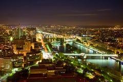 Parigi con il fiume di Seine alla notte Fotografia Stock Libera da Diritti