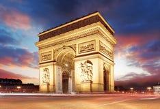 Parigi, Famous Arc de Triumph alla sera, Francia Fotografie Stock Libere da Diritti