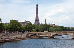 Parigi - fiume di Seine e della Torre Eiffel Immagine Stock