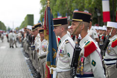 parigi france 14 luglio 2012 La truppa dei legionari stranieri durante il tempo di parata sul Champs-Elysees a Parigi Fotografia Stock Libera da Diritti
