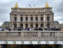 Parigi/Francia - 1° novembre 2018: Grande opera a Parigi, la facciata principale fotografia stock libera da diritti