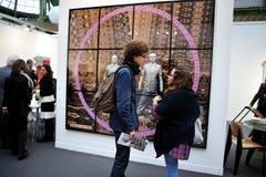 Parigi, Francia, adolescenti che visualizzano Contempor annuale Immagine Stock Libera da Diritti