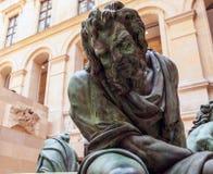 PARIGI, FRANCIA - 30 AGOSTO 2015: Scolpisca il corridoio del museo del Louvre, Parigi, Francia Immagini Stock Libere da Diritti