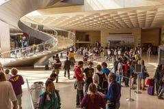 PARIGI, FRANCIA - 8 APRILE 2011: Biglietteria dentro il Louvre Fotografia Stock Libera da Diritti