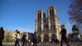 Parigi, Francia - 18 01 2019: Cattedrale Notre Dame de Paris stock footage