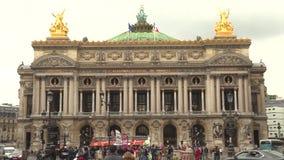 Parigi, Francia, il 20 maggio 2019 - Palais o opera Garnier e l'accademia nazionale di musica a Parigi, Francia, metraggio 4k video d archivio