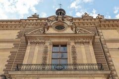 Parigi, Francia, il 28 marzo 2017: Frammenti architettonici della costruzione del Louvre Il museo del Louvre è uno dei più gran e fotografia stock