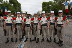 Parigi, Francia - 14 luglio 2012 I soldati posa prima del marzo nella parata militare annuale a Parigi Fotografia Stock Libera da Diritti