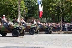 Parigi, Francia - 14 luglio 2012 Processione di attrezzatura militare durante la parata militare sul Champs-Elysees Immagini Stock Libere da Diritti