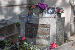 PARIGI, FRANCIA - 2 MAGGIO 2016: Tomba di Jim Morrison nel cimitero di Pere-Lachaise Immagini Stock