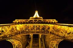 PARIGI, FRANCIA - 12 OTTOBRE 2014: La torre Eiffel alla notte fotografia stock libera da diritti